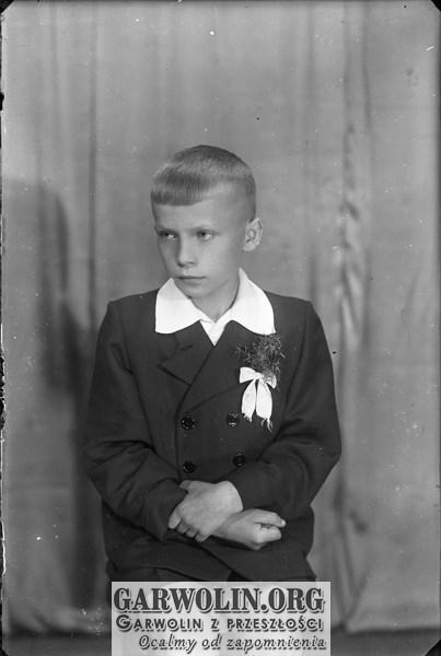 b_witaczynska_negatyw_003_komunie_chłopcy_od_komuni_1956_001 (garwolin.org)